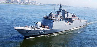 Duzentos e vinte imigrantes foram resgatados na tarde dessa sexta-feira (4) no Mar Mediterrâneo pela corveta Barroso da Marinha do Brasil