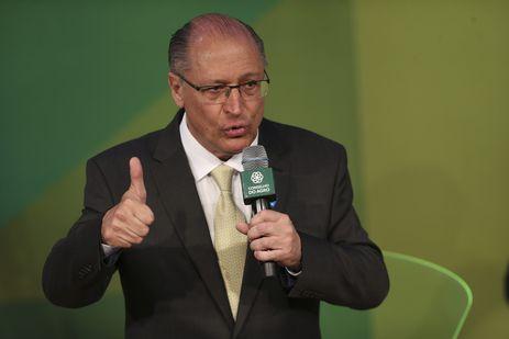 O candidato do PSDB à Presidência da República, Geraldo Alckmin, participa de debate sobre agricultura promovido pela Confederação da Agricultura e Pecuária do Brasil (CNA) e pelo Conselho do Agro.