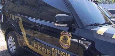 Veículos disfarçados de viaturas da Polícia Federal, que foram utilizados no roubo de ouro no Aeroporto de Guarulhos.