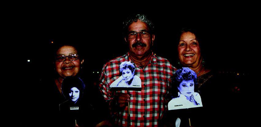Fãs de Lucecita Benítez narram o documentário sobre a vida da cantora