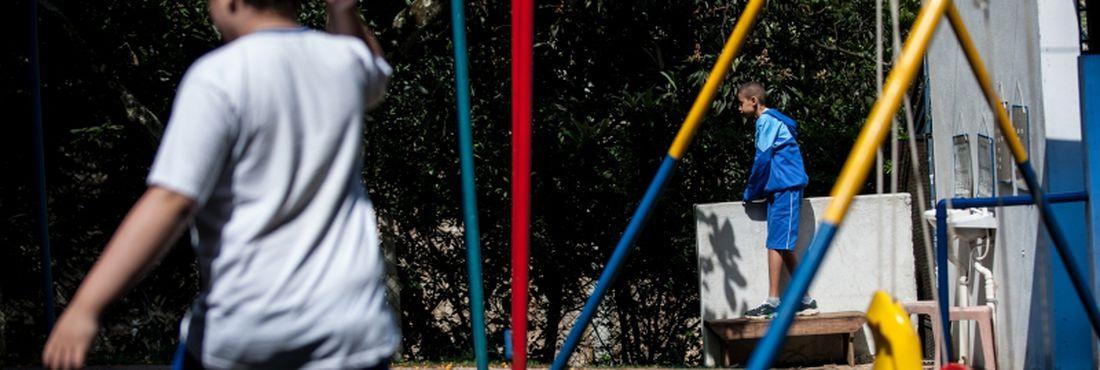 São Paulo - Alunos da Associação dos Amigos da Criança Autista (AUMA), na zona norte de São Paulo, realizam diversas atividades pedagógicas