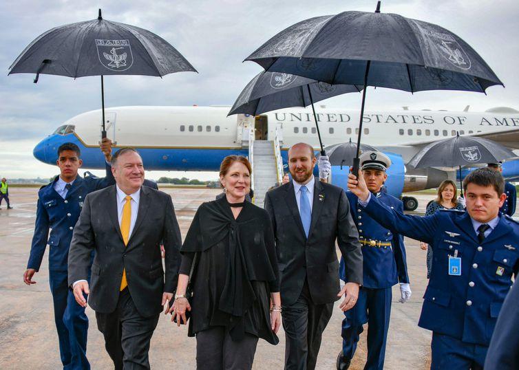 O secretário de Estado norte-americano, Mike Pompeo, chega em Brasília, onde vai acompanhar a posse do presidente eleito, Jair Bolsonaro.
