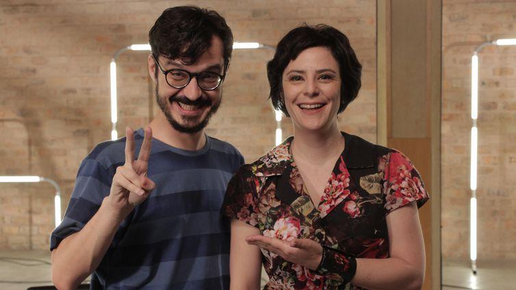 Apresentador Mariano Marovatto e a cantora Fernanda Takai