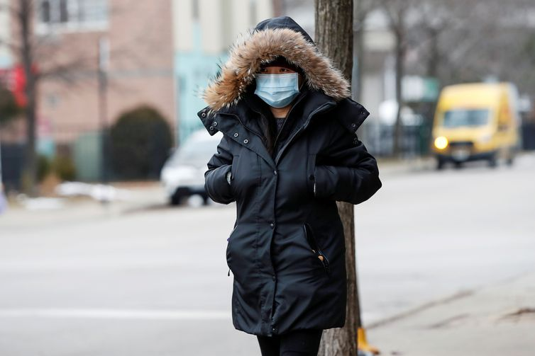 FILE PHOTO: A woman wears a mask in Chinatown following the outbreak of the novel coronavirus, in Chicago, Illinois, U.S. January 30, 2020. REUTERS/Kamil Krzaczynski/File Photo