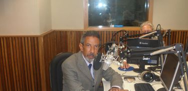 Pereira Lima posa para foto em estúdio da Nacional
