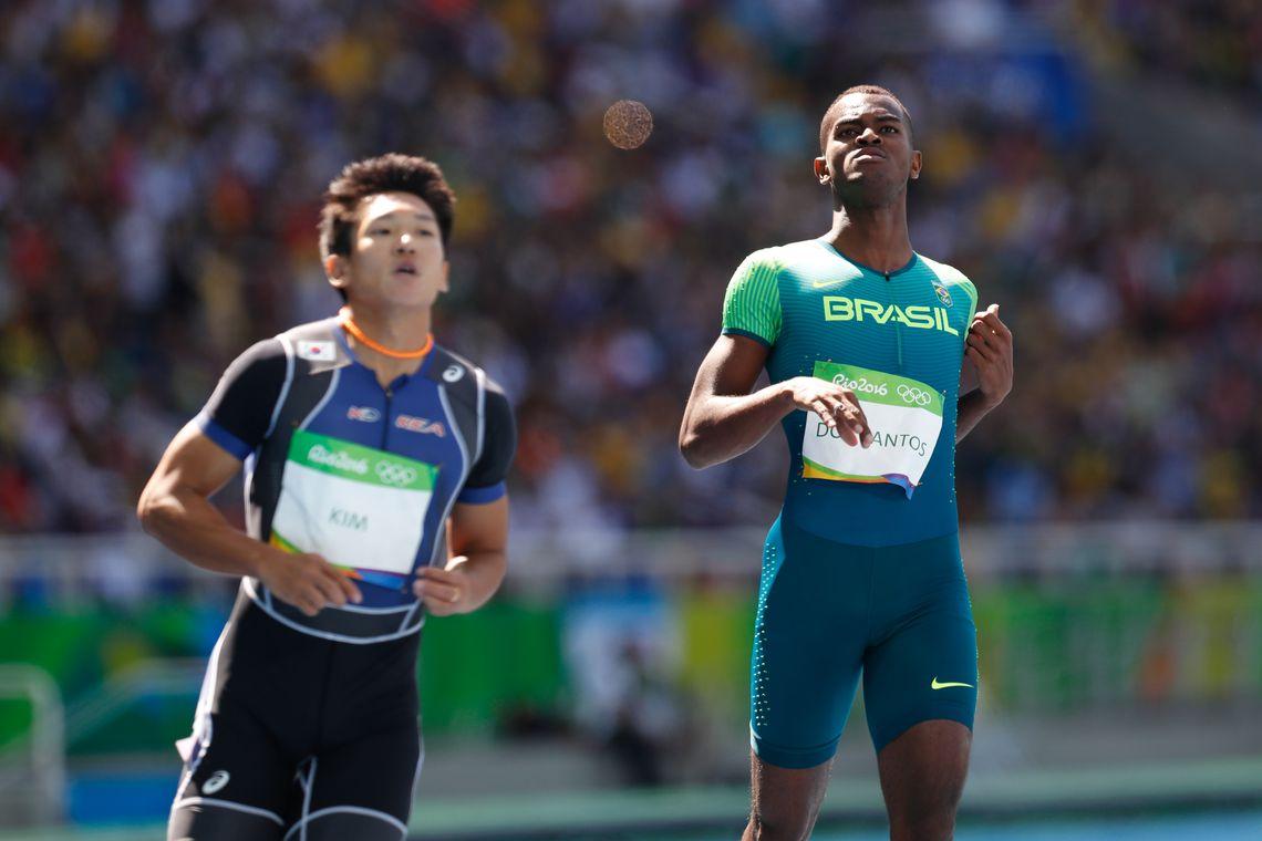 Rio de Janeiro - O brasileiro Vitor Hugo dos Santos termina em quinto lugar na sua bateria e não se classifica na prova de 100 metros rasos de atletismo (Fernando Frazão/Agência Brasil)