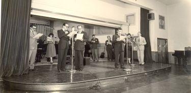 VIGESIMO ANIVERSARIO DA Rádio NACIONAL EM 08 DE 1956: PAULO GRACINDO ENSAIO ATORES