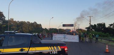 Manifestação de índios da BR 163, em Guaíra, no Paraná
