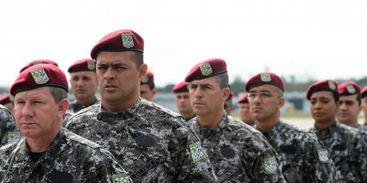 Segundo a Força Aérea Brasileira, os primeiros dos 100 agentes que vão participar da operação desembarcaram em Manaus perto das 5h (horário de Brasília, 3h no Amazonas)