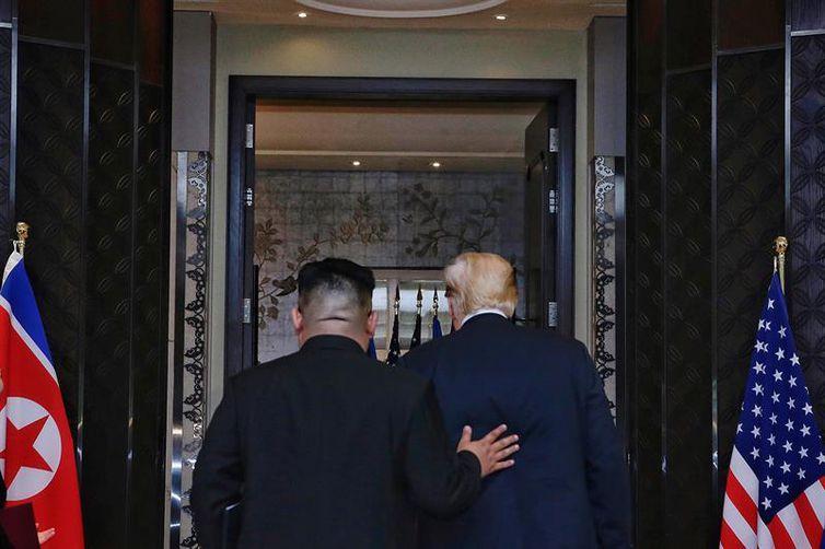 Donald Trump e Kim Jong-un têm encontro histórico em Cingapura