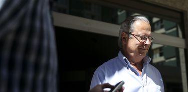 O ex-ministro José Dirceu deixa o Fórum Professor Júlio Fabbrini Mirabete, do Tribunal de Justiça do DF.