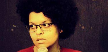 Tatiana Nascimento, poeta, cantora e zineira