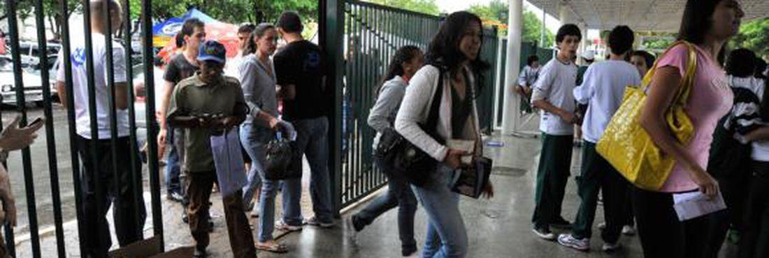 Os portões para entrada dos candidatos do Exame Nacional do Ensino Médio (Enem) serão abertos às 12h e fecham às 13h