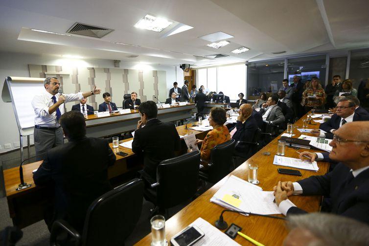 O ministro da Educação, Abraham Weintraub, durante audiência pública na Comissão de Educação, Cultura e Esporte do Senado.