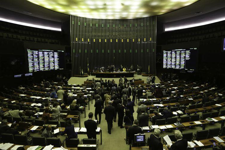 Plenário da Câmara dos Deputados debate o Projeto de Lei 10332/18, do Poder Executivo, que viabiliza a privatização de seis distribuidoras de energia controladas pelas Eletrobras.