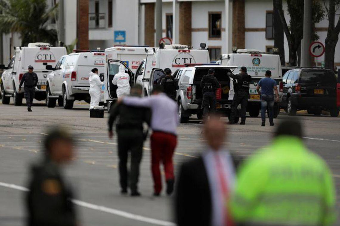 Pelo menos nove pessoas morreram no ataque à Academia de Polícia em Bogotá