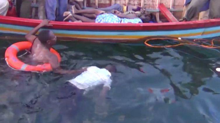 corpos recuperados após o naufrágio de uma balsa no lago Vitória, no noroeste da Tanzânia, subiu para 94   Reuters TV/via REUTERS