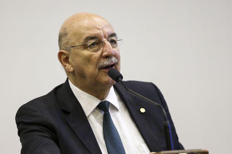 O deputado Osmar Terra durante audiência da comissão mista que analisa a Medida Provisória 832/2018.