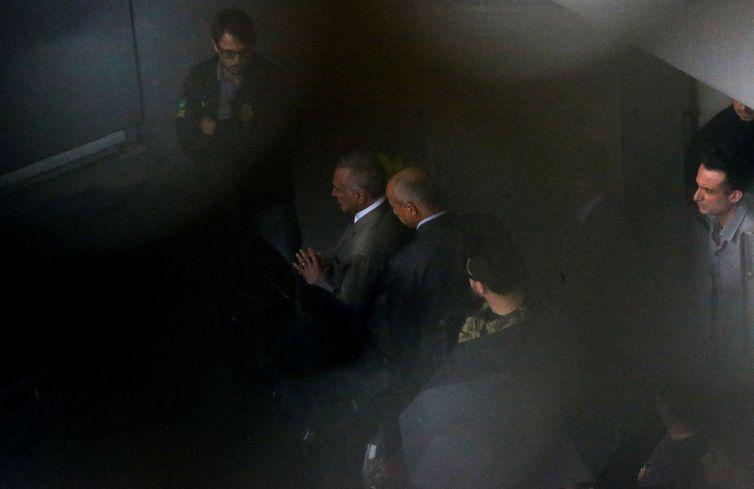 O ex-presidente Michel Temer foi preso preventivamente, em São Paulo. A Polícia Federal (PF) levou Temer para o Aeroporto Internacional de Guarulhos, de onde segue para o Rio de Janeiro.