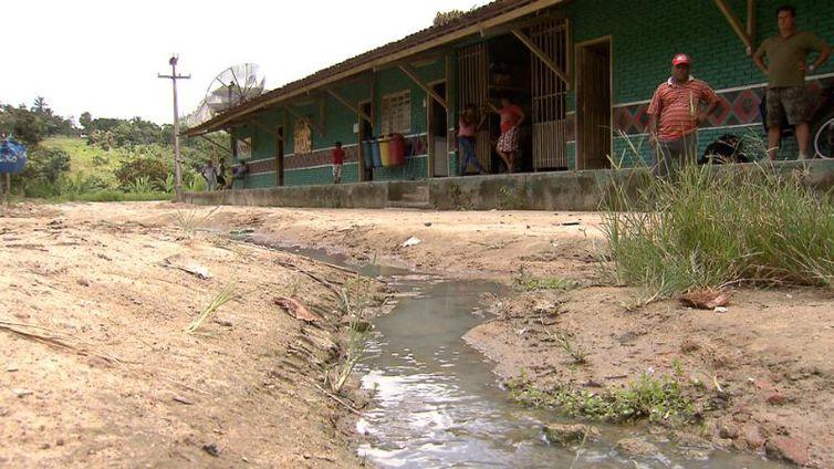 185 crianças convivem diariamente com a falta de saneamento básico em escola indígena no interior de Alagoas