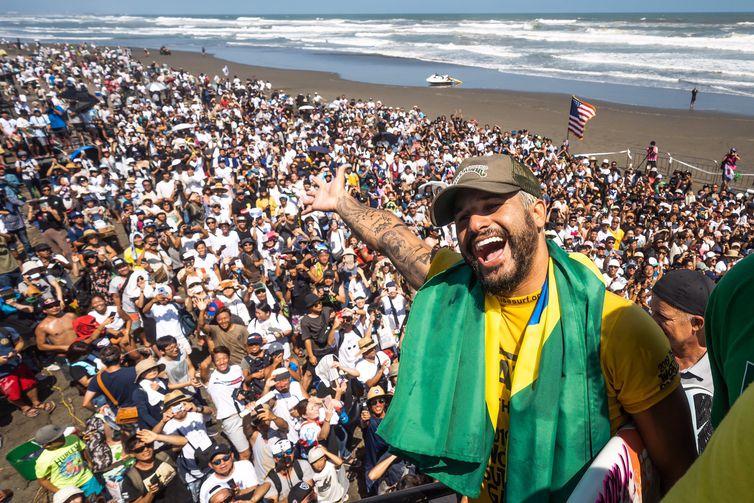 Título conquistado pelo brasileiro Ítalo Ferreira, nos Jogos Mundiais de Surfe, no Japão.
