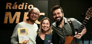 Dois poetas em um programa musical.