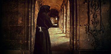 Monge em mosteiro