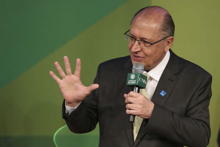 A Confederação da Agricultura e Pecuária do Brasil (CNA) e o Conselho do Agro, que reúne as entidades do setor agropecuário, realizam encontro com  candidatos à Presidência da República. Participa, Geraldo Alckmin (PSDB).