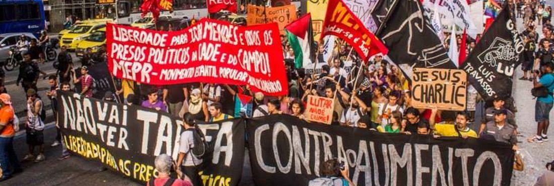 Ato contra o aumento da tarifa de ônibus acontece nesta sexta-feira (16) no Rio de Janeiro. Manifestantes saíram da Candelária e seguem pela Avenida Presidente Vargas até chegar na Prefeitura