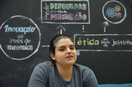 Ana Paula Simiqueli, que trabalha como desenvolvedora na Sensedia, empresa de gerenciamento de APIs, fala sobre o Polo Tecnológico de Campinas.