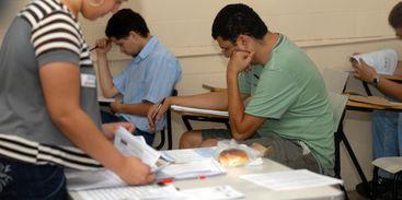 Estudantes de cursos superiores participam do Enade