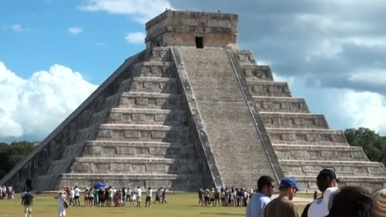 Pirâmide maia de Chichen Itza, Iucatã, México.