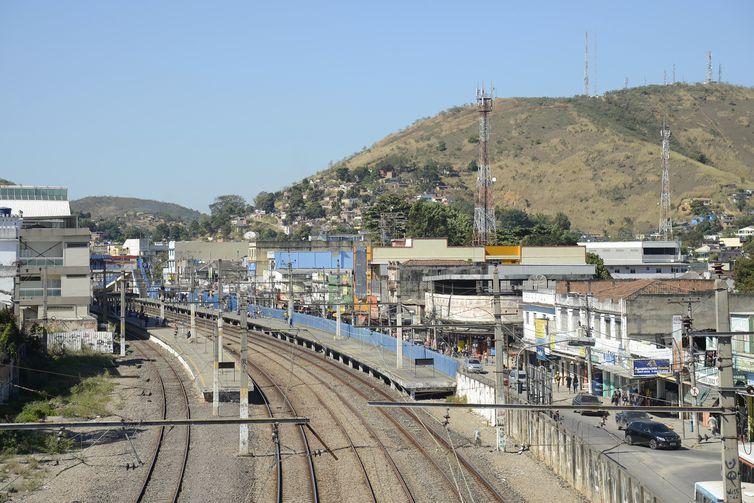 O trem da SuperVia ramal Japeri atende a cidade de Queimados, na região metropolitana do Rio de Janeiro.