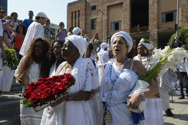 Lavagem do Cais do Valongo, por religiosos de matriz africana, marca um ano da concessão do título de Patrimônio Mundial Cultural da Unesco ao sítio arqueológico.