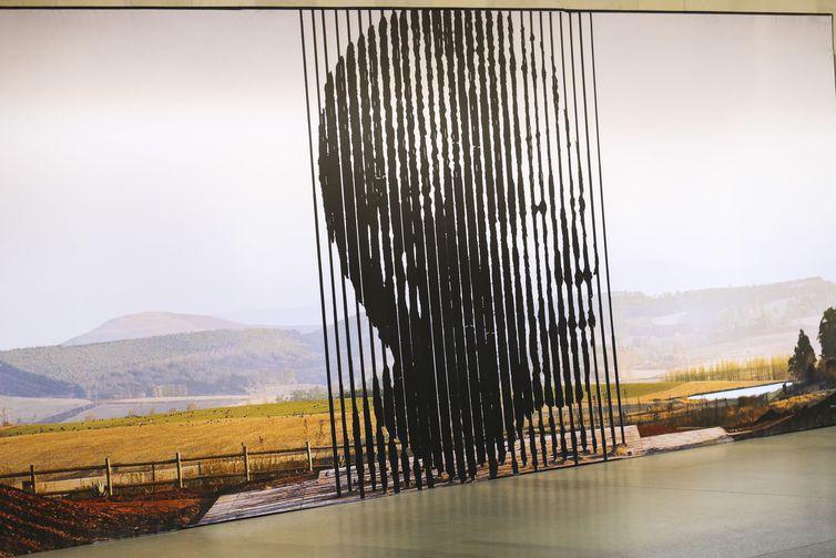 Exposição Centenário Mandela, no Palácio Itamaraty. A mostra apresenta a trajetória do ativista (Nelson Mandela) que combateu o regime do apartheid e tornou-se o primeiro presidente negro da África do Sul.