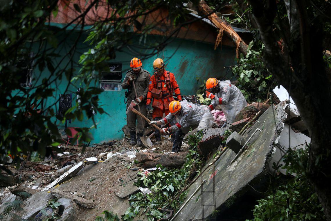 068e5ed7c Campanha arrecada alimentos e roupas para desabrigados no Rio ...