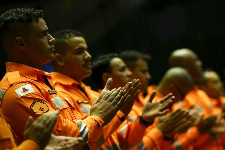 - Câmara dos deputados realiza sessão solene em homenagem às vítimas, aos militares do Corpo de Bombeiros de Minas Gerais e demais profissionais que soc