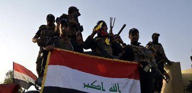 Exército do Iraque comemora retomada de Mossul do controle do Estado Islâmico, em julho de 2017