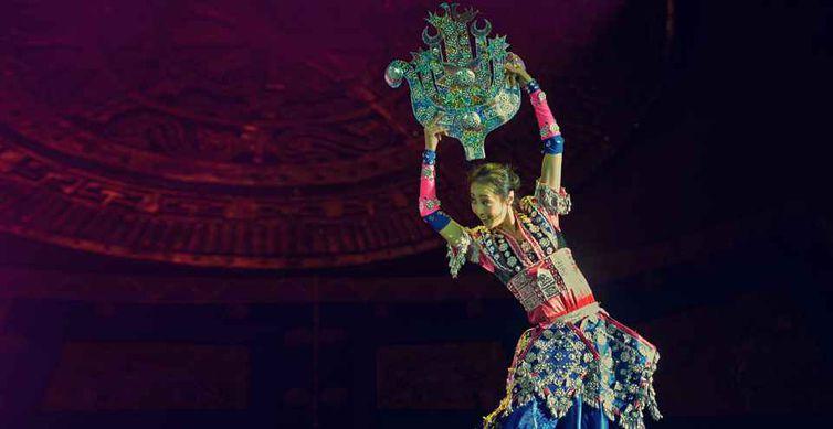 Comemoração do ano novo chinês com espetáculo do Grupo Artístico Cultural de Guiyang