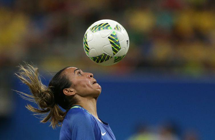Público da Arena Amazonas pediu Marta, que entrou no segundo tempo