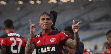 Guerrero marcou os dois gols do Flamengo na partida