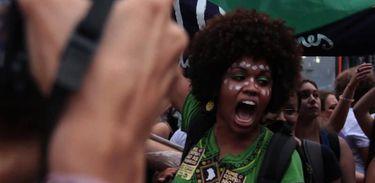 Organizada pela web, manifestação de mulheres no Centro do Rio contra projeto que criminalizava aborto