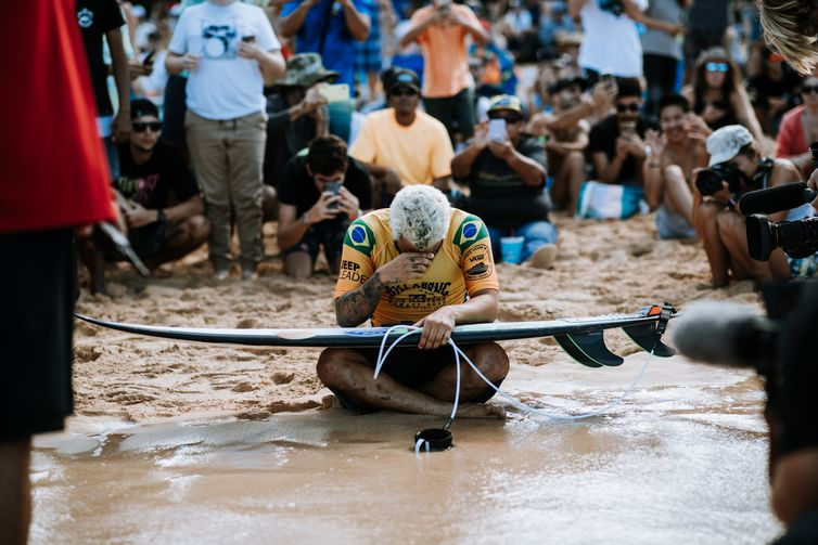 OAHU, UNITED STATES - DECEMBER 19: World Title contender Italo Ferreira of Brazil prior to his quarter finals heat at the 2019 Billabong Pipe Masters at Pipeline on December 19, 2019 in Oahu, United States. (Photo by Ed Sloane/WSL via Getty