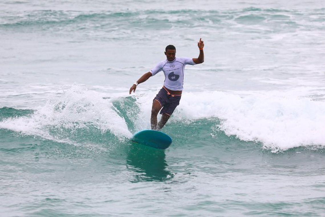 surfista brasileiro Carlos Bahia