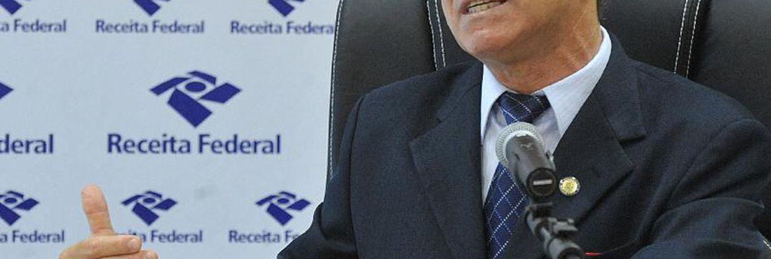 O supervisor Nacional do Programa do Imposto de Renda (PIR), Joaquim Adir, dá entrevista para falar das novas regras da declaração do ajuste anual do imposto sobre a renda para o exercício de 2011