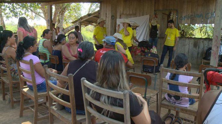 Moradores de assentamento rural em Porto Acre (AC) participam de oficina sobre saúde