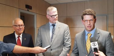 O ministro do Meio Ambiente, Ricardo Salles, reuniu-se com os embaixadores da Alemanha, Georg Witschel, e da Noruega, Nils Gunneng, na sede do ministério em Brasília, para discutir aprimoramentos na governança do Fundo Amazônia.