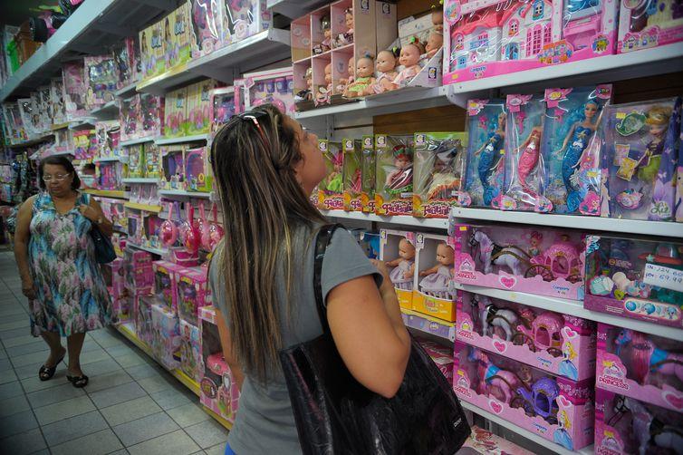 Rio de Janeiro - Comércio de artigos para o Dia da Criança na região da Saara (Fernando Frazão/Agência Brasil)