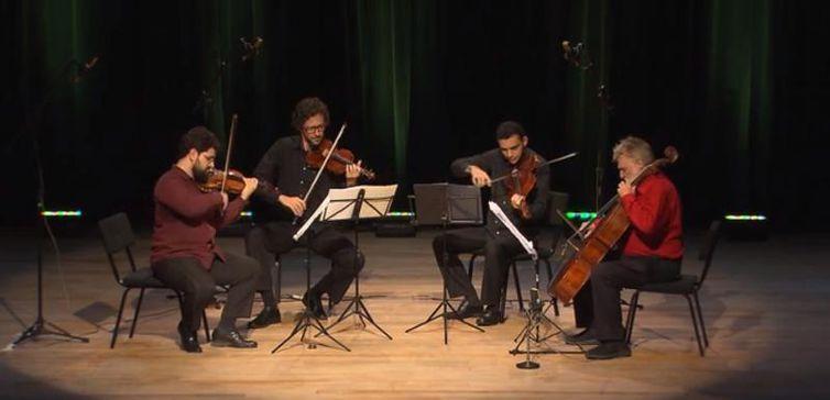 Quarteto de Cordas da UFF: Villa-Lobos e Dmitri Shostakovich