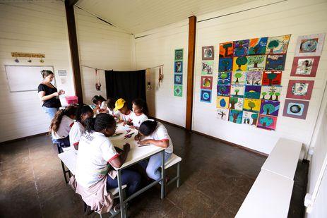 Brasília - Alunos da rede pública de ensino do Distrito Federal participam de atividades de educação ambiental na Escola da Natureza(Marcelo Camargo/Agência Brasil)